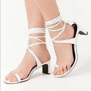 Forever 21 Toe Ring Wrap Heel Sandal White Sz 6.5